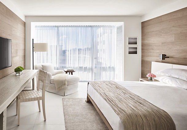 Standard Rooms are designed modern and bright (Image Source: The Miami Beach Edition / marriott.com)