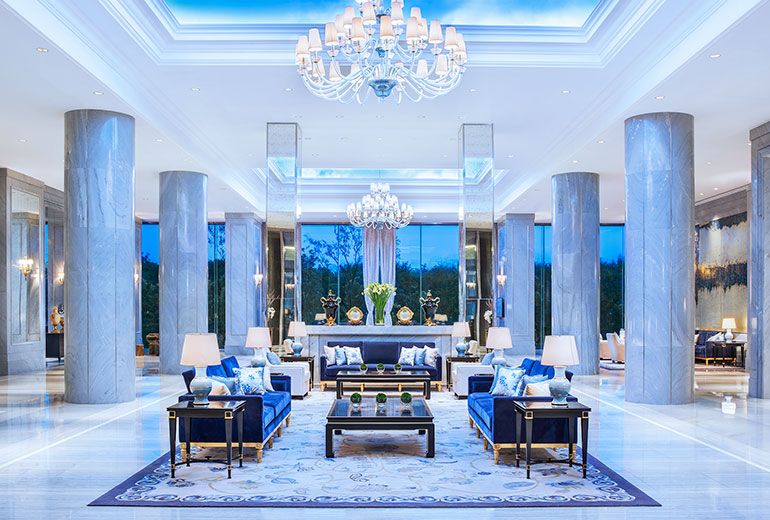 Luxurious lobby of The Azure Qiantang (Image Source: The Azure Qiantang / starwoodhotels.com)