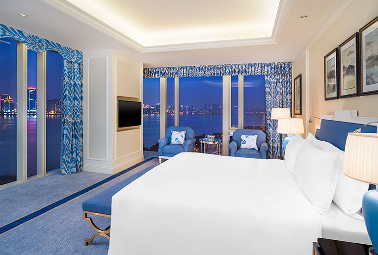 What a view: Signature Room at The Azure Qiantang (Image Source: The Azure Qiantang / starwoodhotels.com)