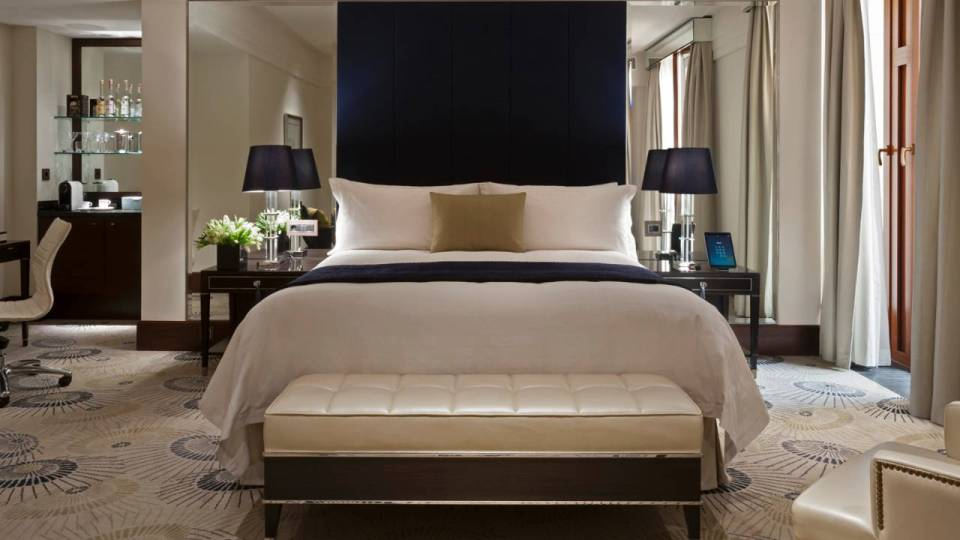 Deluxe Room (Image Source: Four Seasons Moscow / fourseasons.com)