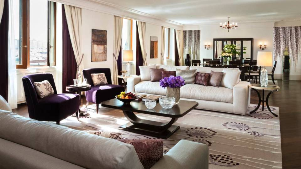 Suite (Image Source: Four Seasons Moscow / fourseasons.com)