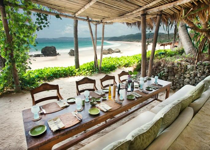 Nio Beach Dining (Image Source: Nihiwatu / nihiwatu.com)