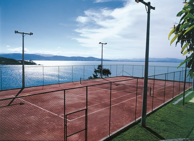 Ponta dos Ganchos Resort Tennis Court
