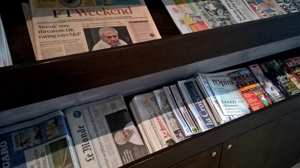 Hugo Junkers Lounge Düsseldorf Newspapers