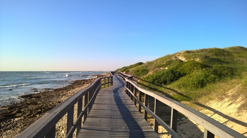 Easy running: Promenade by the sea