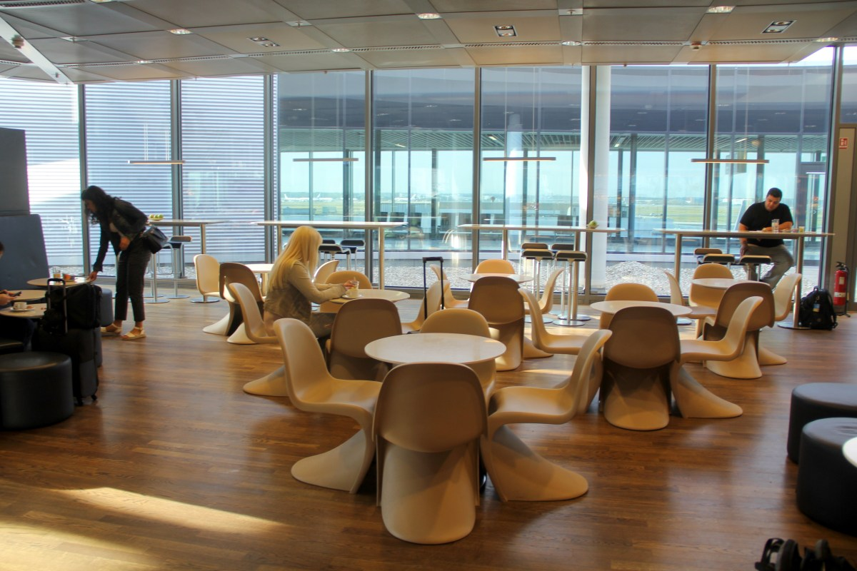 Lufthansa Business Lounge Frankfurt B44 Seating