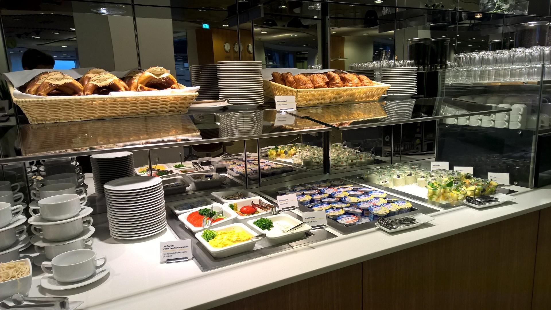 Lufthansa Senator Lounge Frankfurt Buffet