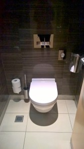 Maple Leaf Lounge Frankfurt Toilet