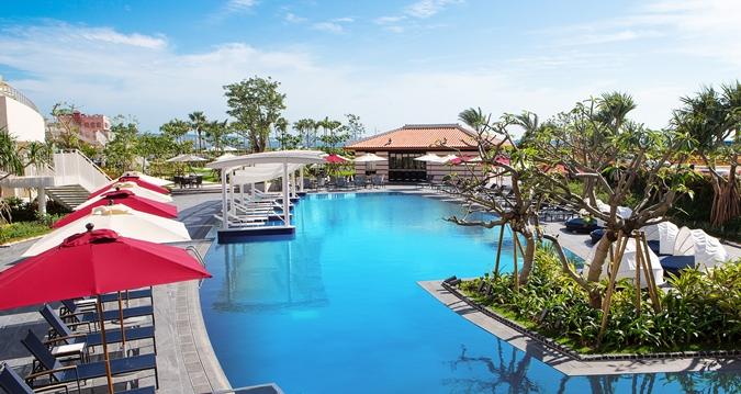 Hilton Okinawa Chatan Resort Cascade Pool