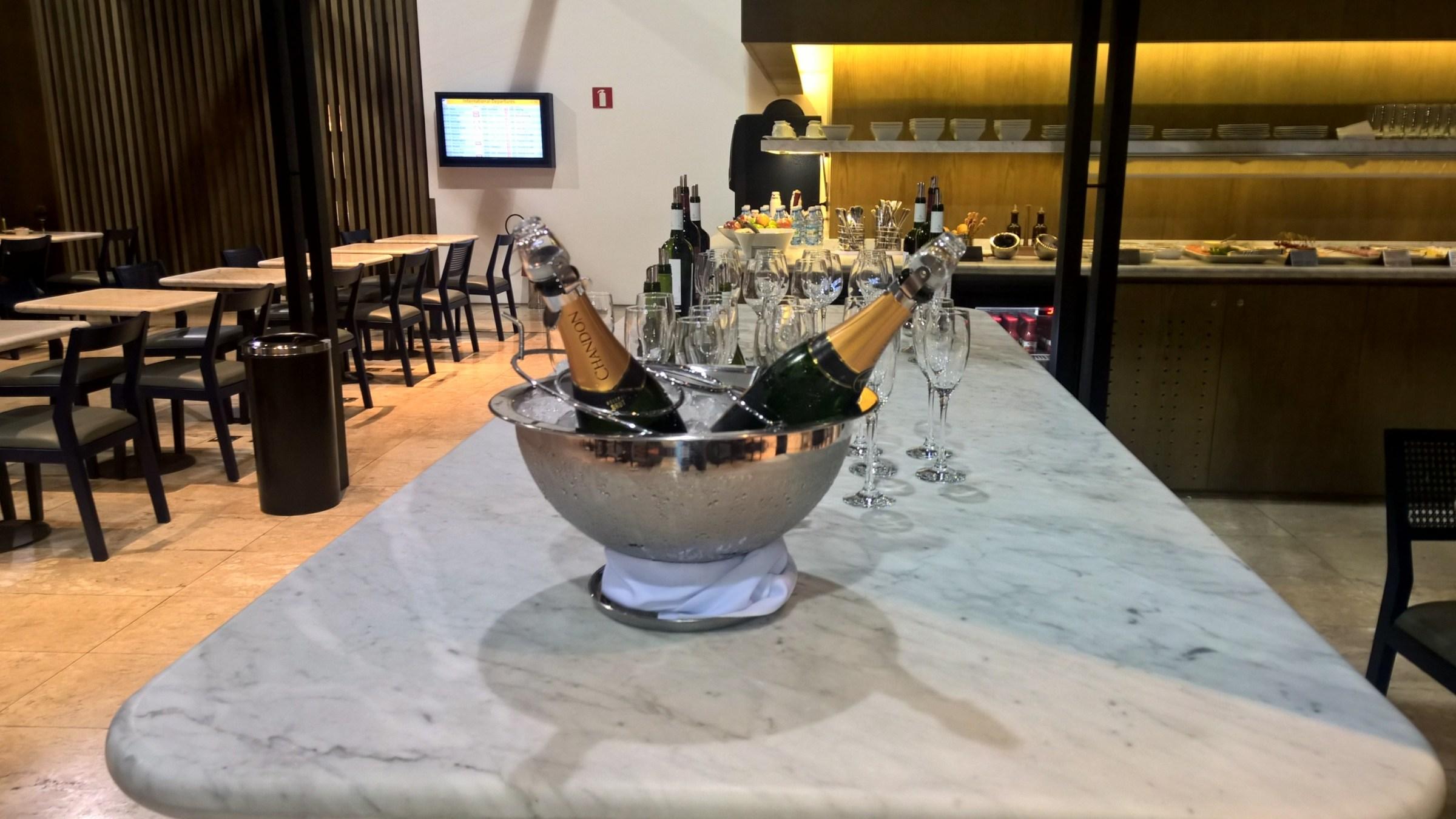 LATAM Lounge Sao Paulo Buffet