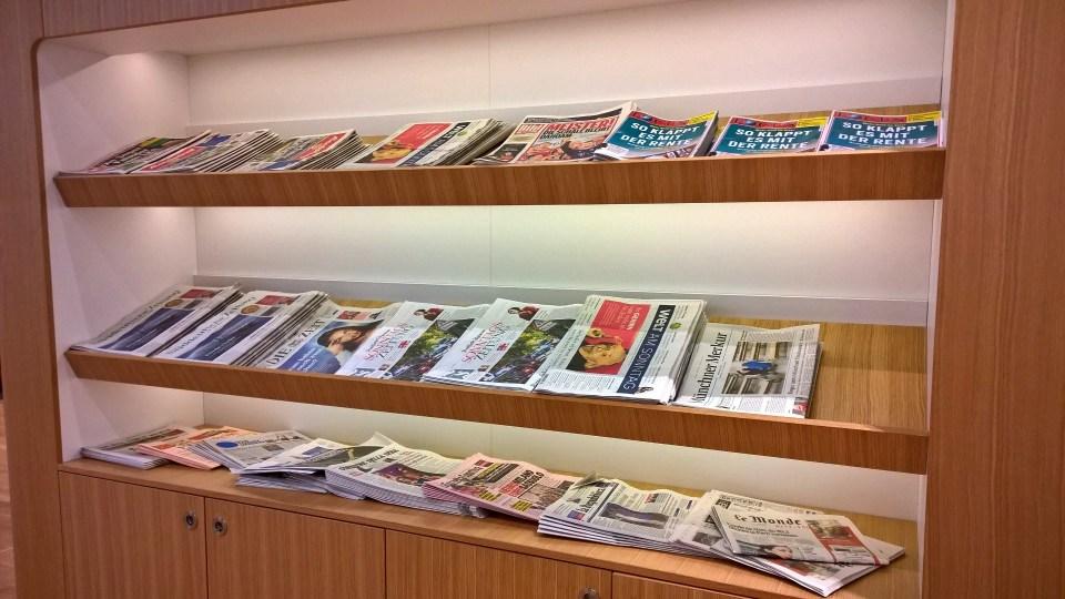 LH Senator Satellite Schengen Munich Buffet Newspapers