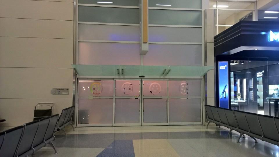AA Admirals Club DFW Entrance