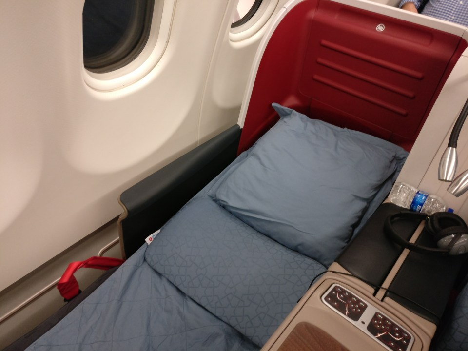 turkish-airlines-business-class-airbus-a330-bed