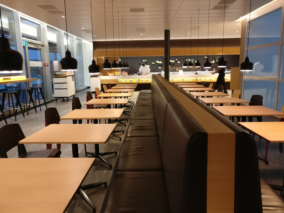 Swiss Senator Lounge Zurich E Seating