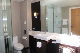 Hilton Queenstown Lake Wakatipu Suite Bathroom