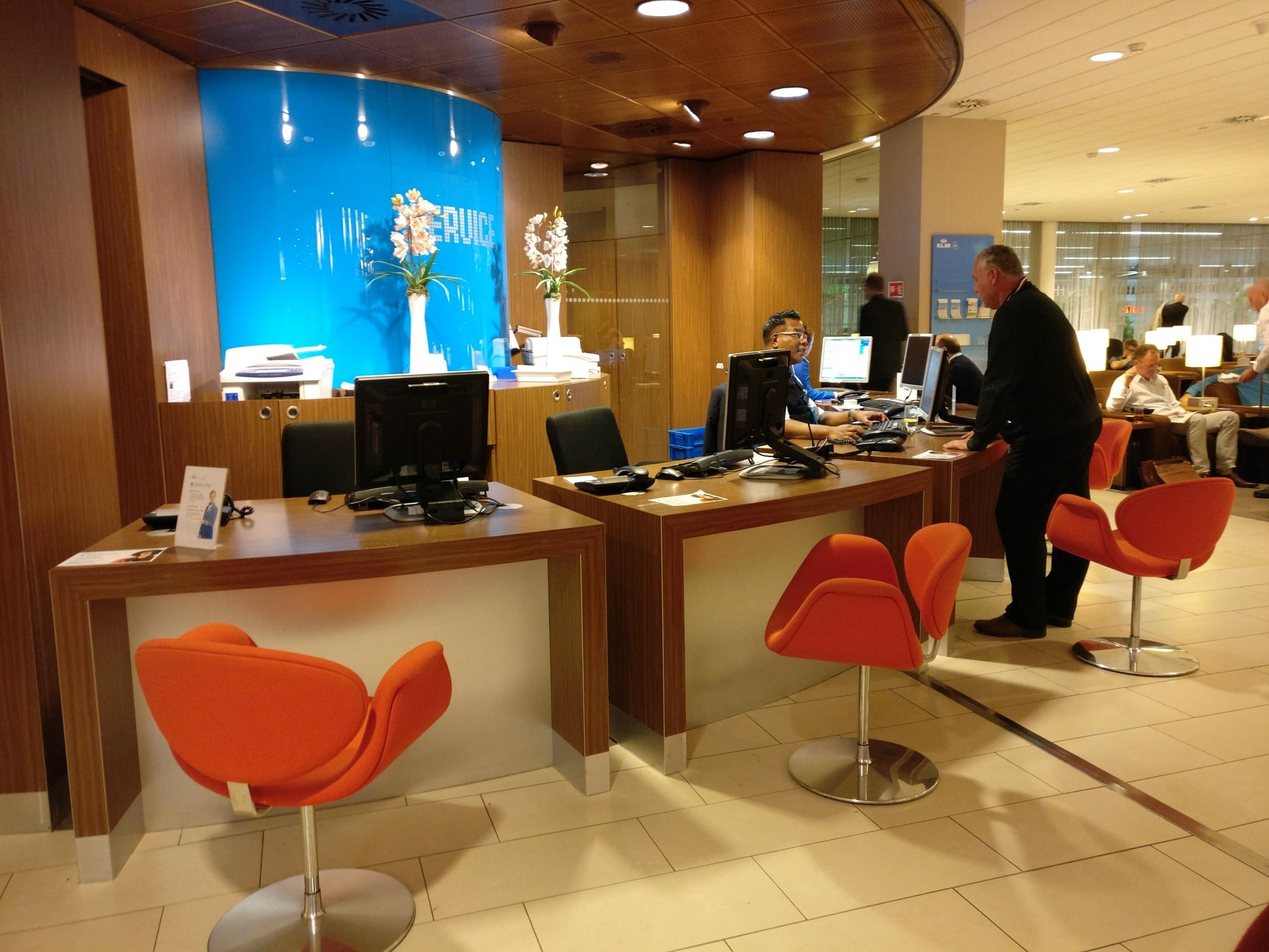 KLM Crown Lounge Amsterdam 25 Helpdesk