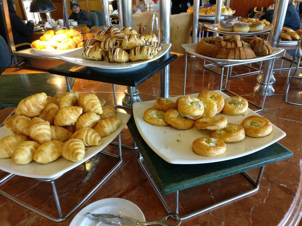 Hilton Pyramids Golf Resort Breakfast