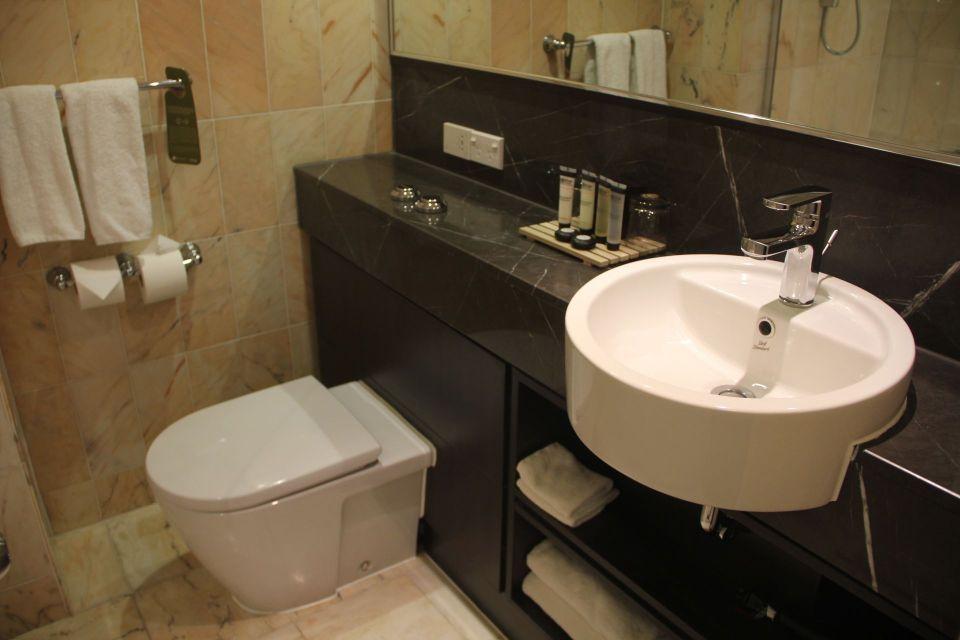 Pullman Auckland Superior Room Bathroom