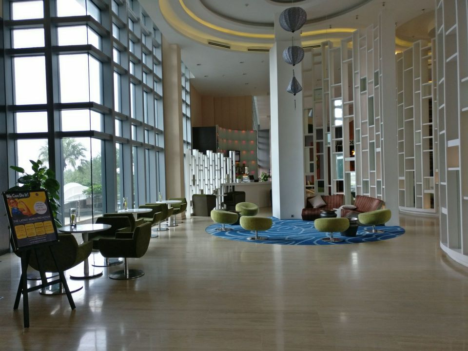 Grand Mercure Danang Lobby
