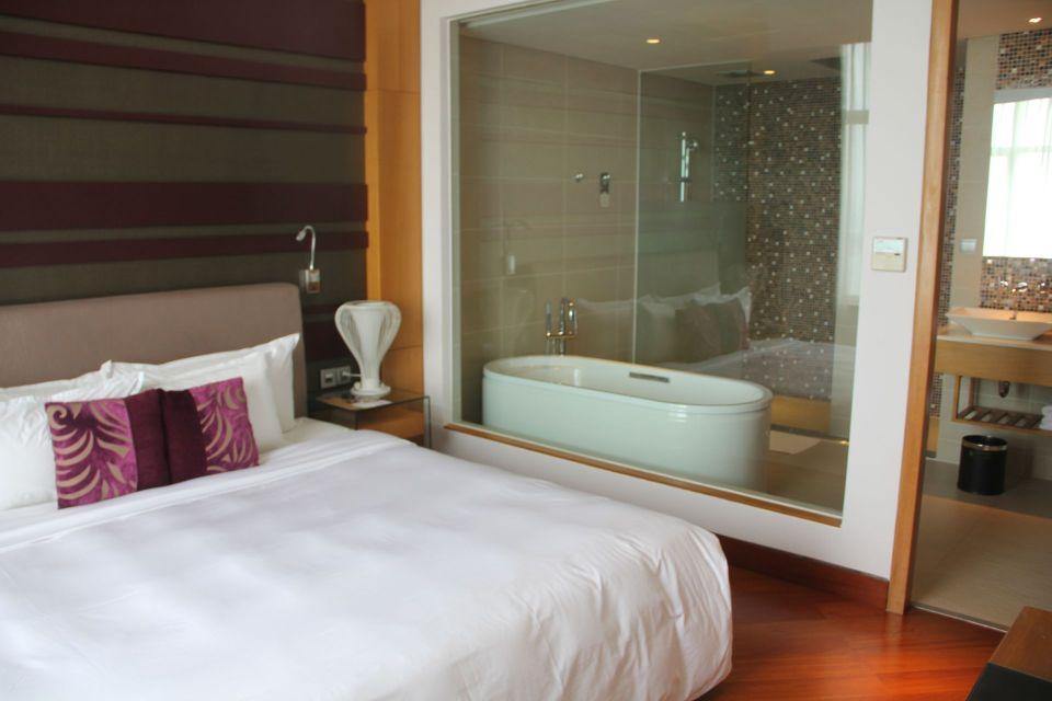 Grand Mercure Danang Suite Bedroom
