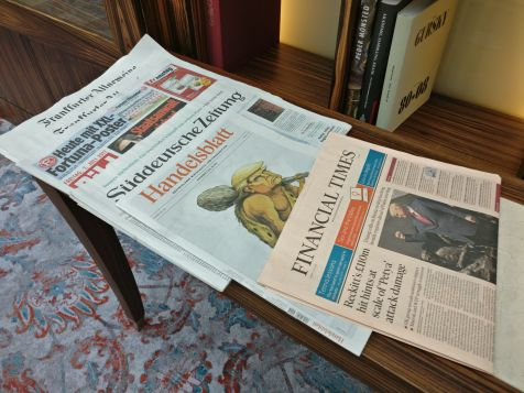 https://traveluxblog.com/wp-content/uploads/2017/11/intercontinental-dc3bcsseldorf-executive-lounge-newspapers.jpg