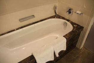 Conrad London St. James Deluxe Room Bathroom