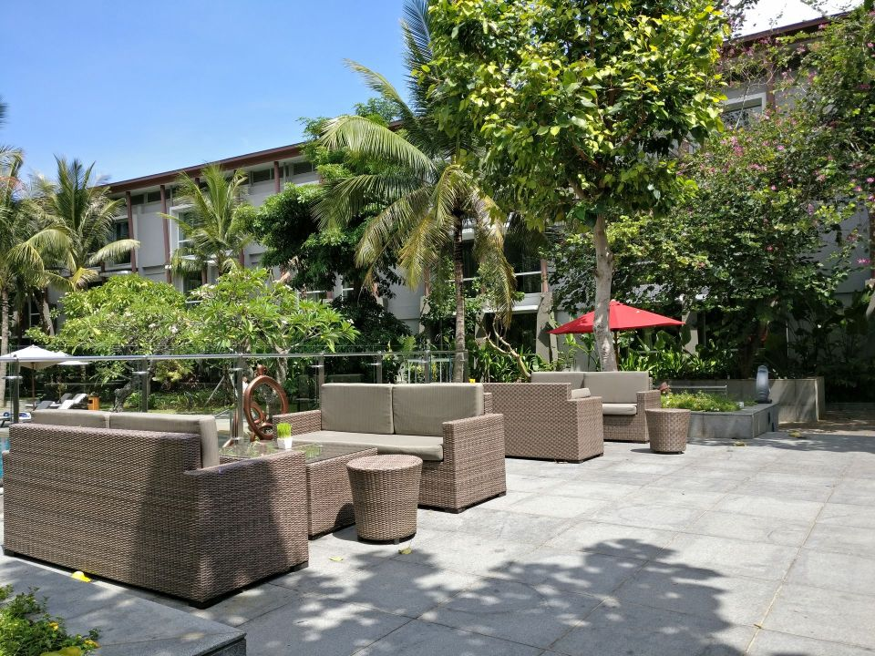Hilton Garden Inn Bali Airport Restaurant Terrace