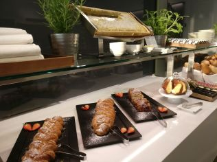 Lufthansa First Class Lounge Munich Buffet