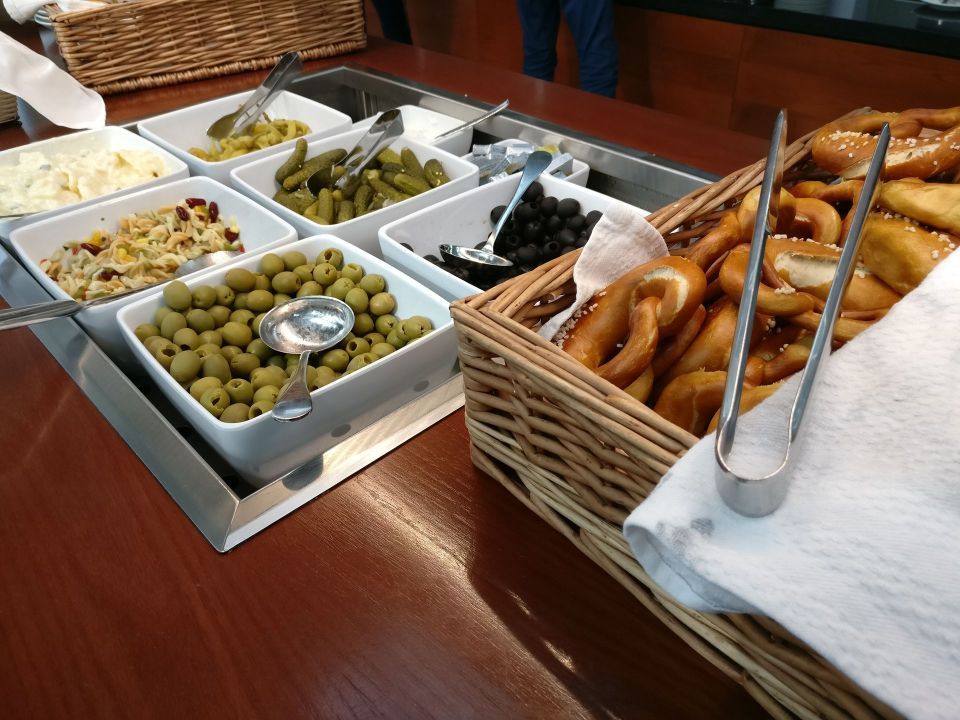 Hamburg Airport Lounge Buffet