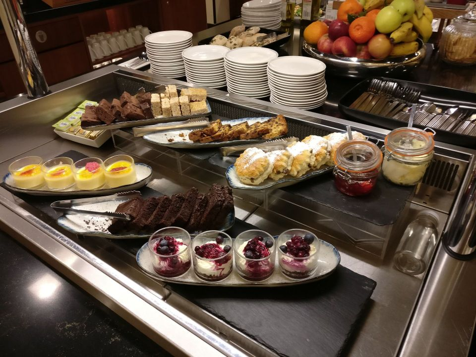 Singapore Airlines Lounge London Heathrow Buffet