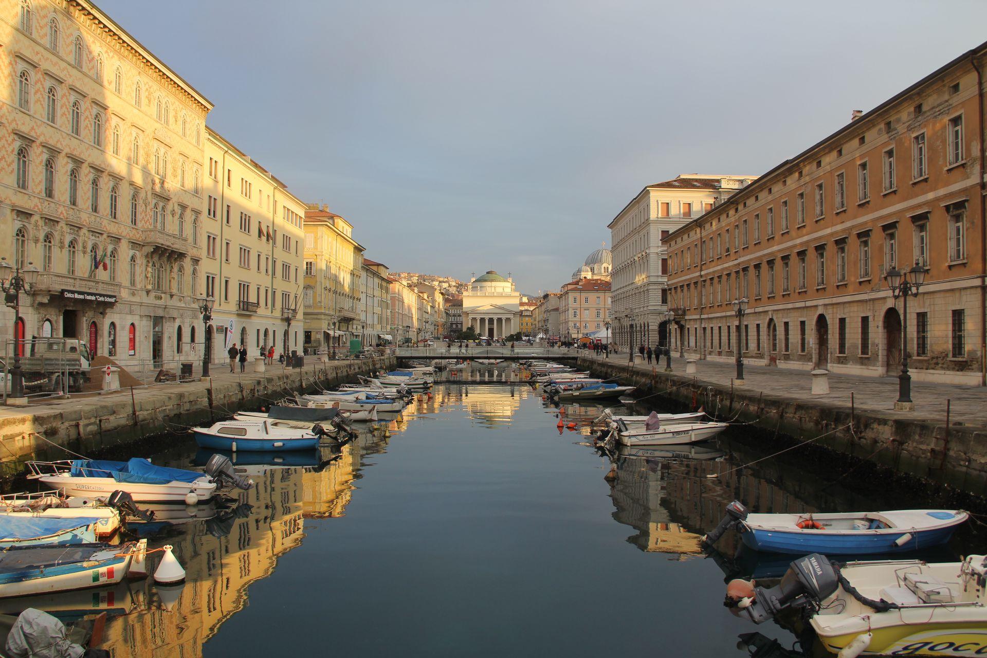 Triest Ponte Rosso Canal