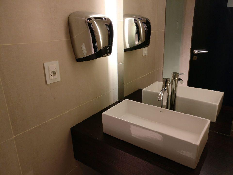 Aeropuertos VIP Club Montevideo Toilets