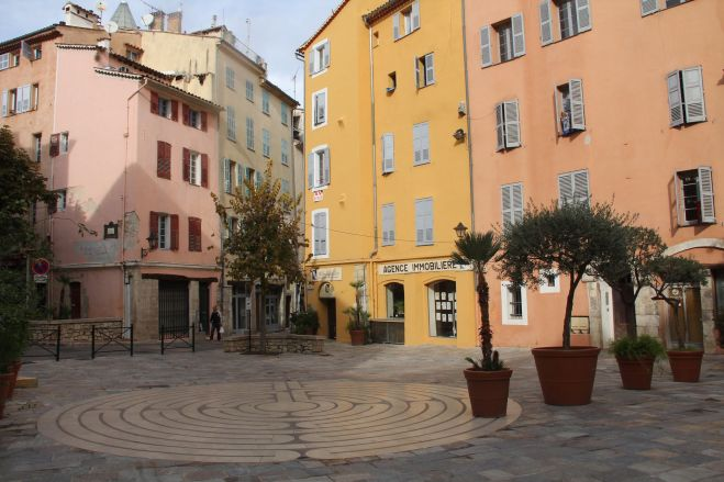 Grasse Old Town Square