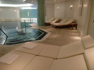 Hilton Berlin Pool