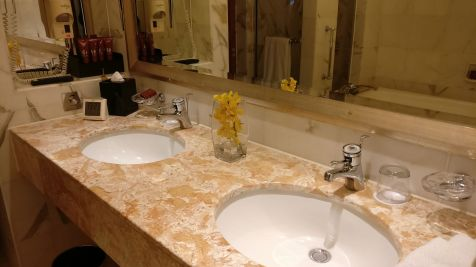 Conrad Hong Executive Peak Suite Bathroom