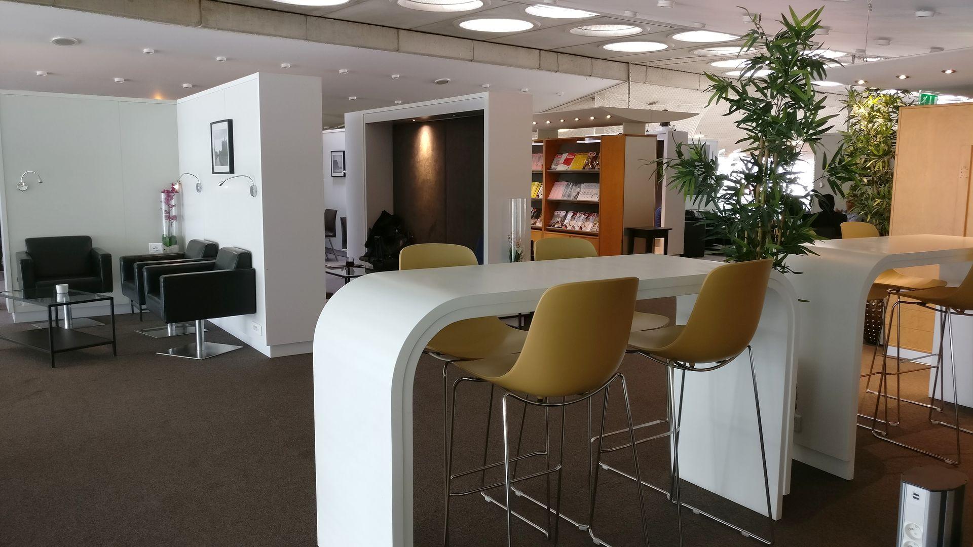 Sheltair Lounge Paris CDG Seating