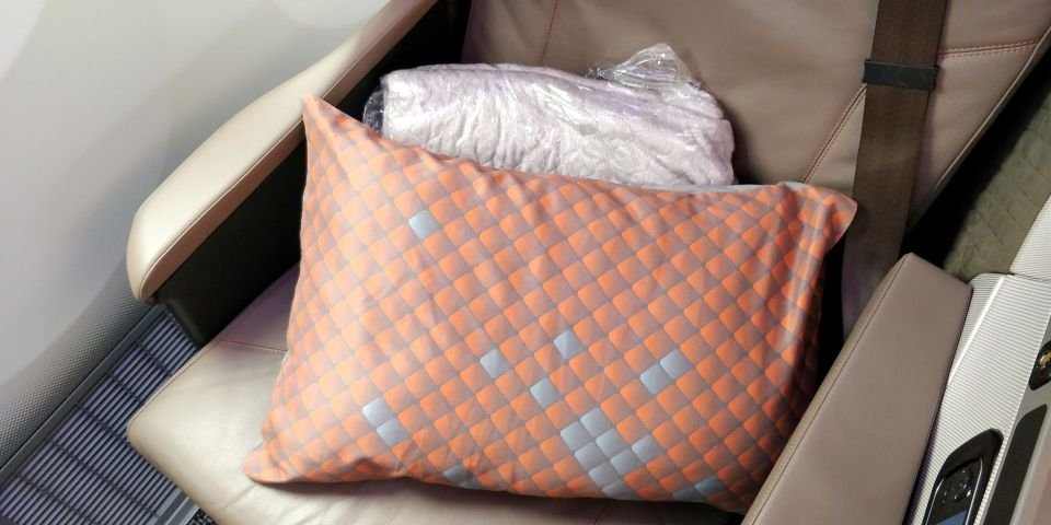 Singapore Airlines Business Class Boeing 787-10 Bedding