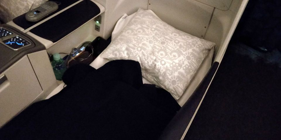 LOT long haul Business Class Bed