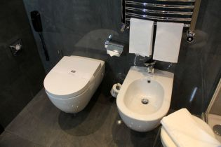 Uptown Palace Milan Deluxe Room Bathroom