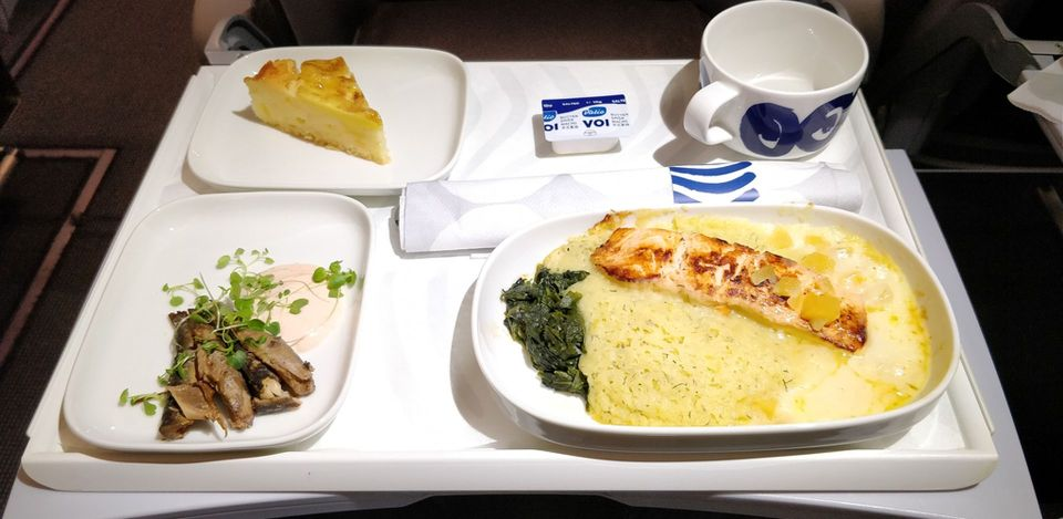 Finnair regional Business Class Catering