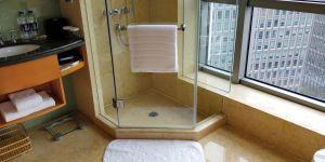 DoubleTree Shanghai Pudong Bathroom