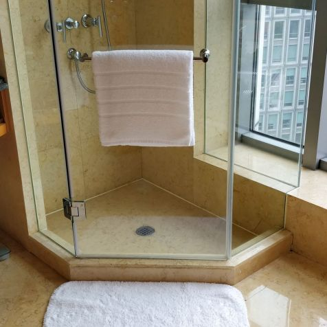 DoubleTree Shanghai Pudong Bathroom