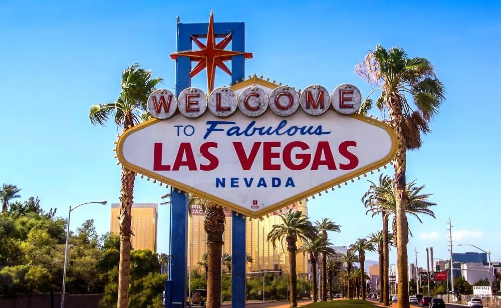USA Bucket List for families featured by top US family travel blog, Travel With a Plan: Las Vegas.