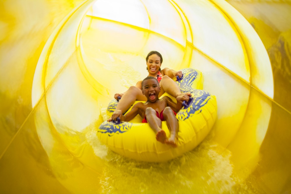 Top U.S. family travel blog features their howlin' review of Great Wolf Lodge Bloomington MN!