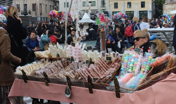 Sweets with a Christmas touch, Athens, Grece