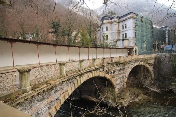 Podul de piatră din Băile Herculane