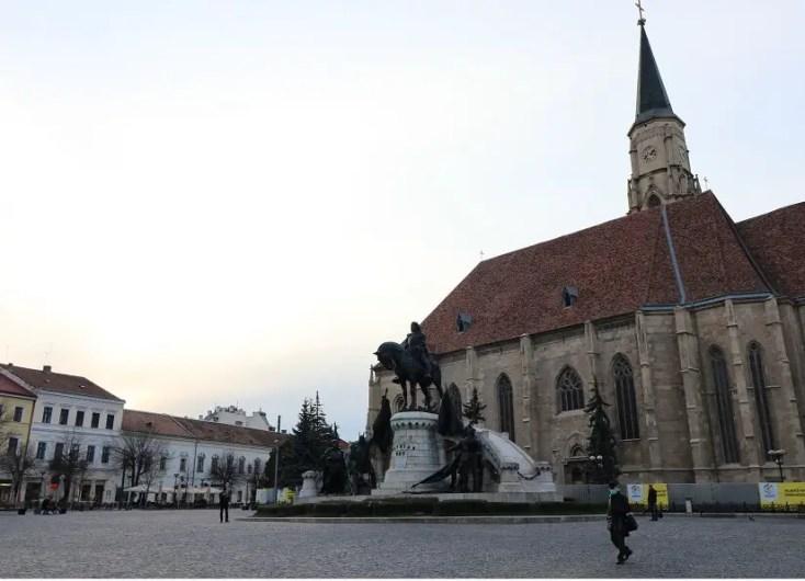Piata Unirii Biserica Sfantul Mihail - obiective turistice Cluj-Napoca