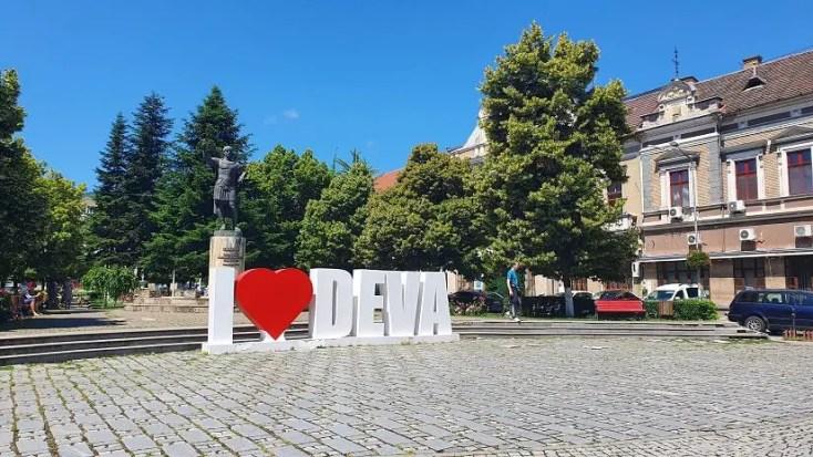 Statuia pedestră a lui Traian - obiective turistice din Deva