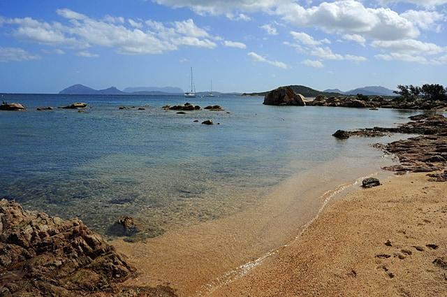Li Itrecheddhi beach