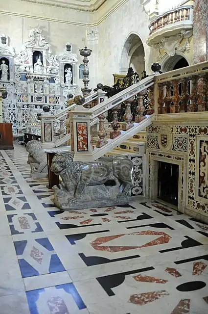 The steps leading up to the alter adorned by lions by the sculptor, Guglielmo da Innsbruck.